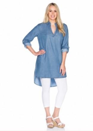 Blanche porte robe en jean