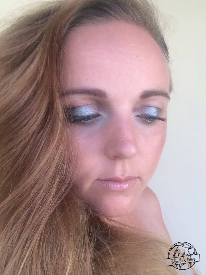 makeup facile teal